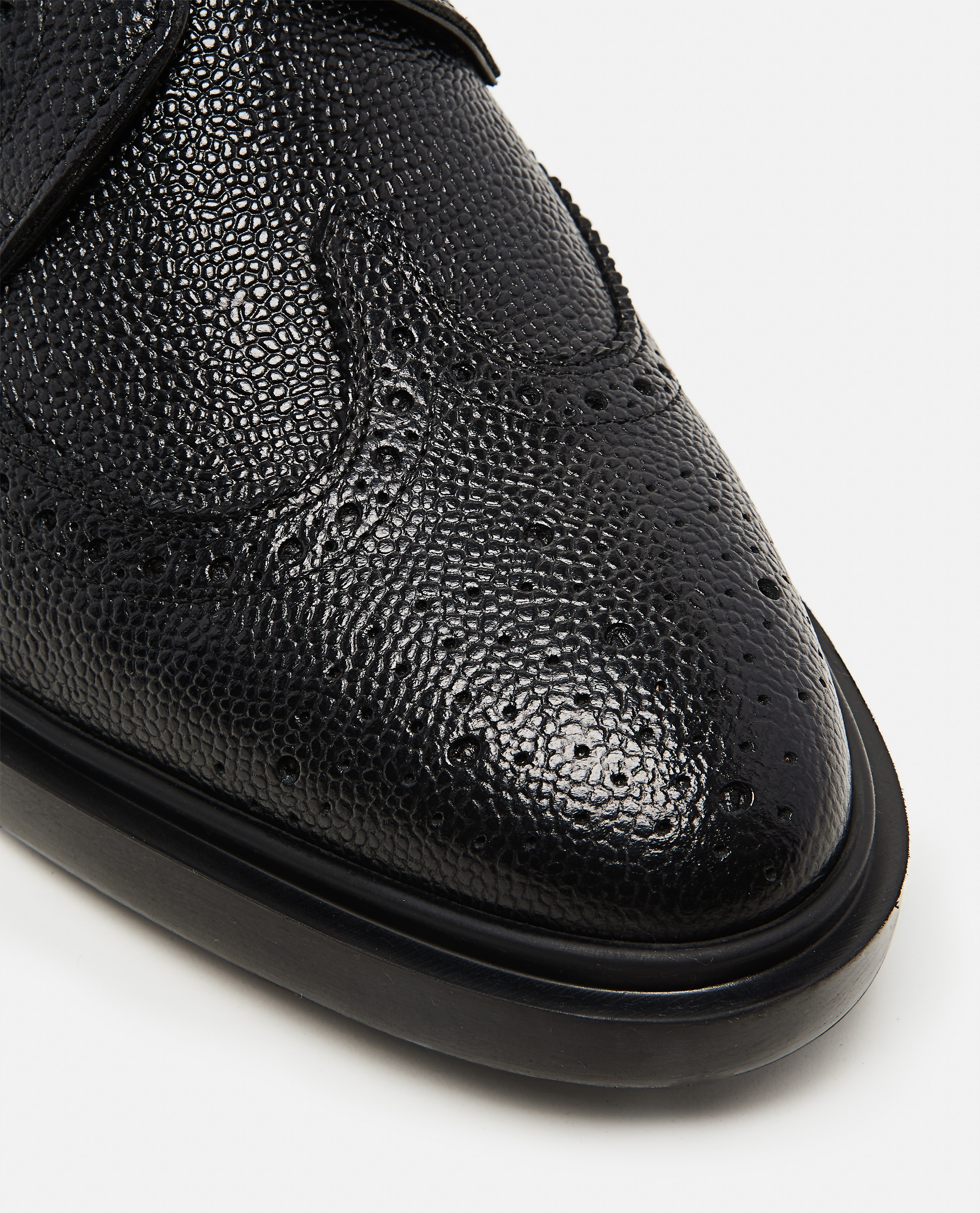 Textured leather  Lace-up derby with dovetail brogue motif Men Thom Browne 000080390012583 4