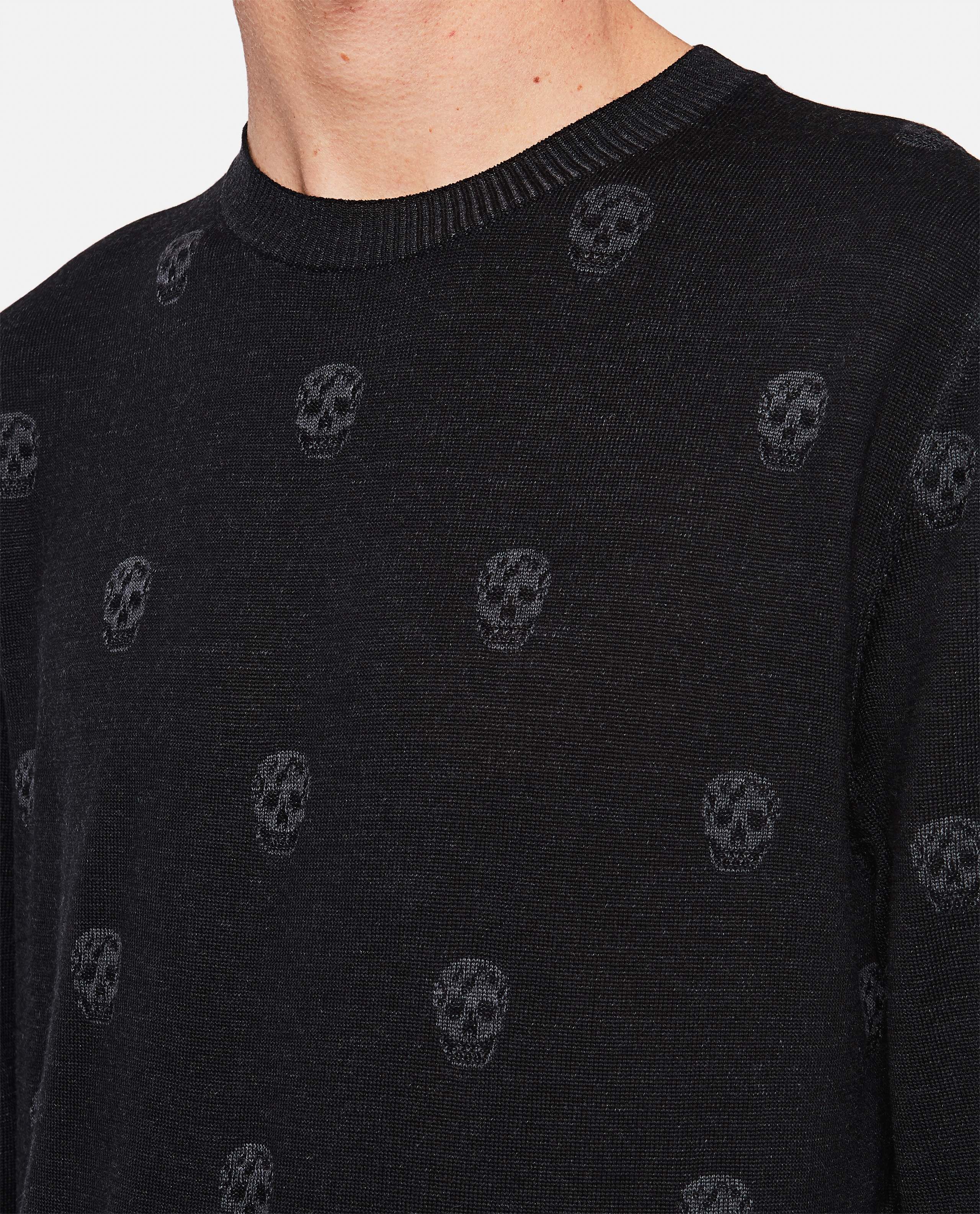 Sweater with multiple skulls Men Alexander McQueen 000291030042846 4