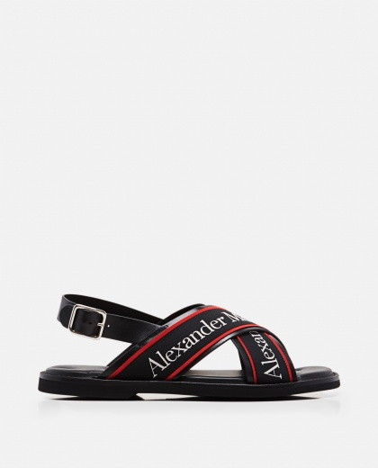 Sandals with crossed bands