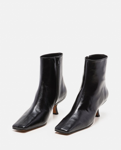 Lange Ankle Boots In Wrinkled Leather Women By Far 000285240042047 2