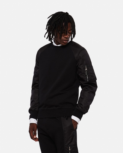 Black sweatshirt with contrasting sleeves