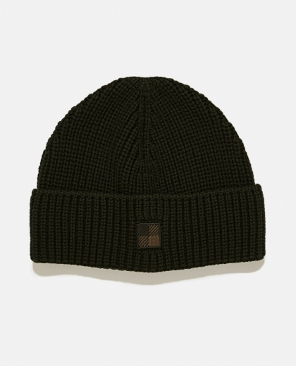 Cap with ribbed design