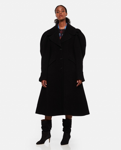 Coat with pleats on the shoulders