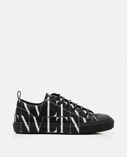 Valentino Garavani low-top sneaker